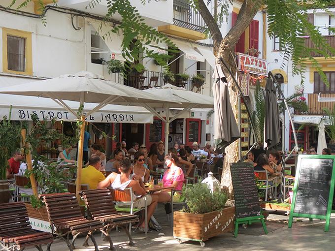 Waar begin je de dag met een lekker kopje koffie ibiza - El jardin de luz ibiza ...
